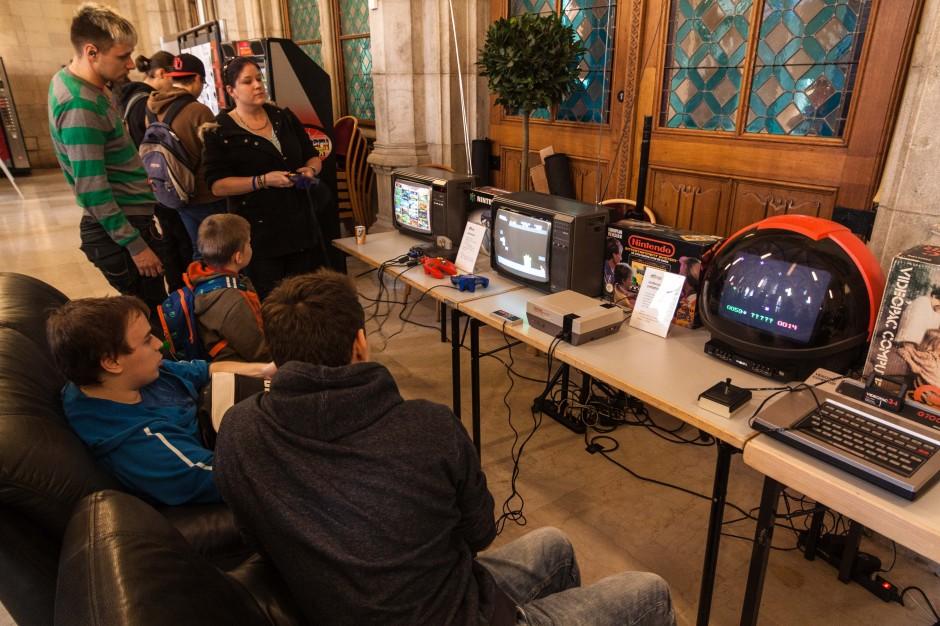 Auch Retro-Gamer kamen auf ihre Kosten. Im Erdgeschoß waren alte Maschinen zu bestaunen.